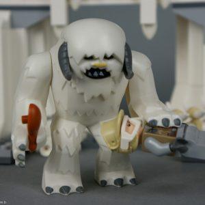 Le Wampa a attrapé Luc - Lego Star Wars - Hoth Wampa Cave - Rèf Lego : 8089