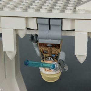 Luke Skywalker prêt a se libérer - Lego Star Wars - Hoth Wampa Cave - Rèf Lego : 8089